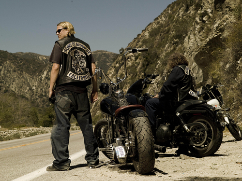 Sons Of Anarchy wallpaper with a motorcycle cop, a trail bike, and a motorcyclist entitled Jax Teller