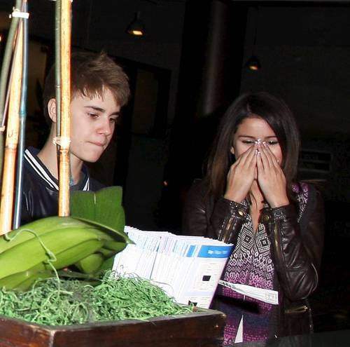 March 1 - Shopping In Los Angeles With Justin Bieber,2011
