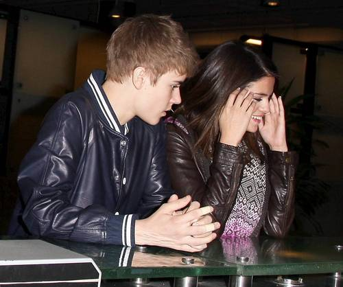 Selena Gomez wallpaper probably with a business suit entitled March 1 - Shopping In Los Angeles With Justin Bieber,2011