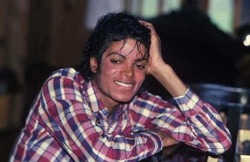 http://images4.fanpop.com/image/photos/19800000/Michael-Jackson-__-michael-jackson-19851464-500-324.jpg