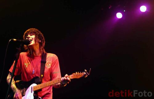 Playing đàn ghi ta, guitar