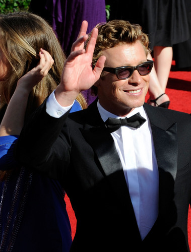 Simon Baker wallpaper titled Simon Baker / Emmy Awards 2009 (HD)