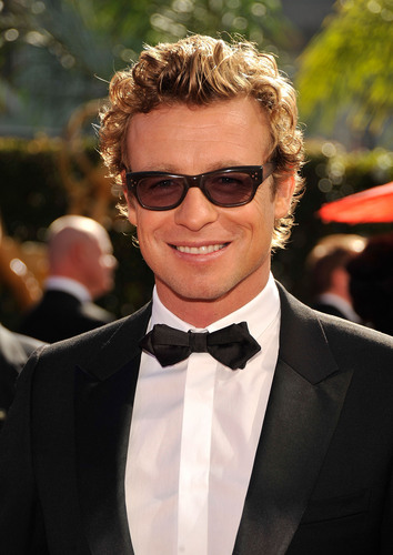 Simon Baker karatasi la kupamba ukuta probably with a business suit titled Simon Baker / Emmy Awards 2009 (HD)