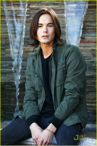 Tyler blackburn(caleb)