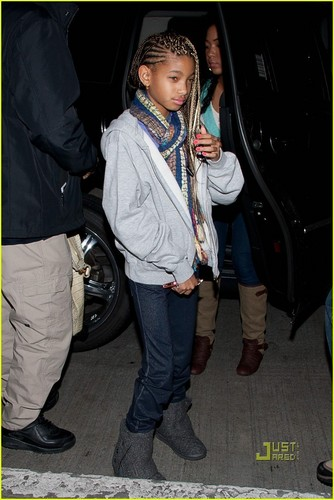 Willow Smith: LAX with Mom, Dad, and Jaden!
