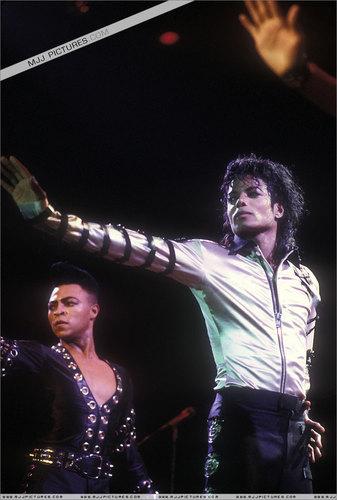 bad tour  1987-1989