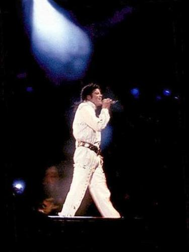 bad tour working 日 and night