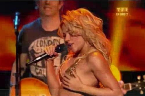 shakira touch breast