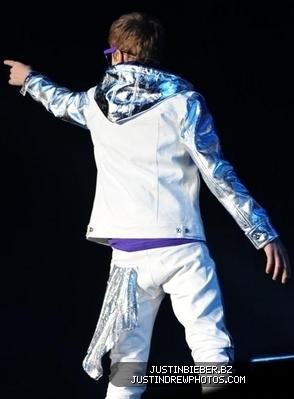 Justin Bieber World Tour 2011 on Justin Bieber 2011 My World European Tour  Burmingham Uk  National