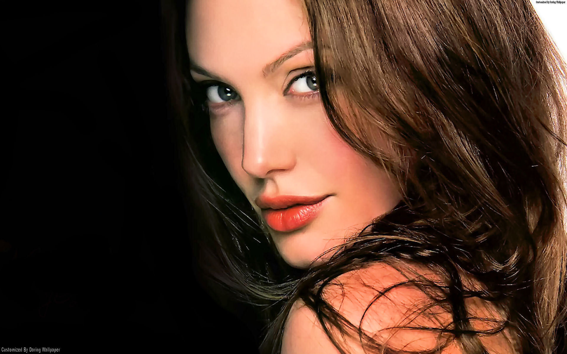 Angelina Jolie - Wallpaper