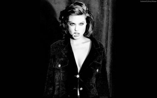Angelina Jolie karatasi la kupamba ukuta