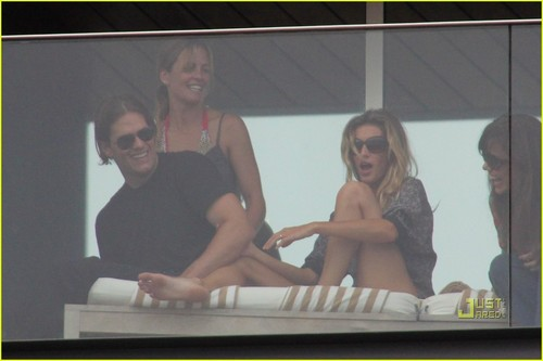 Gisele Bundchen & Tom Brady: Balcony in Brazil!