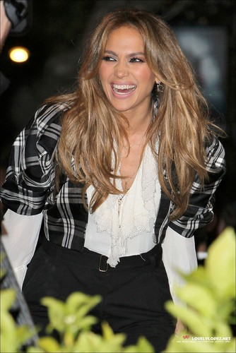 Jennifer Lopez Visits EXTRA At The Grove - 03-03-11