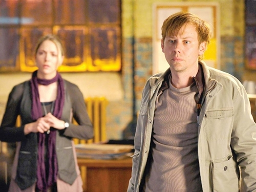 Jimmi Simpson as Lloyd Lowery in a 'Breakout Kings' Promotional चित्र