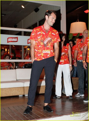 Jude Law: Brahma Parade Party!