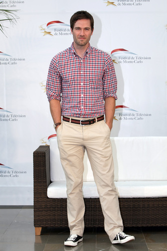 Luke Macfarlane Hintergrund probably with a hosenbein, pantleg titled June 8th: Monte Carlo TV Festival