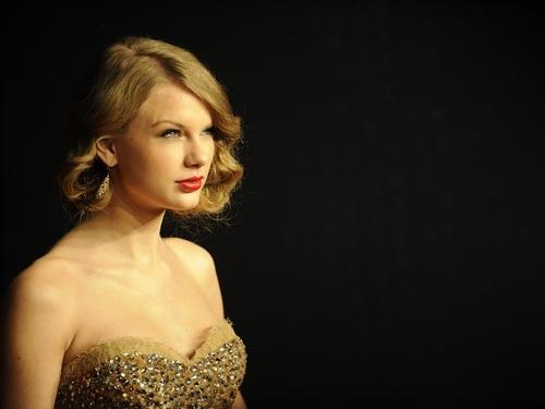 Lovley Taylor hình nền ❤
