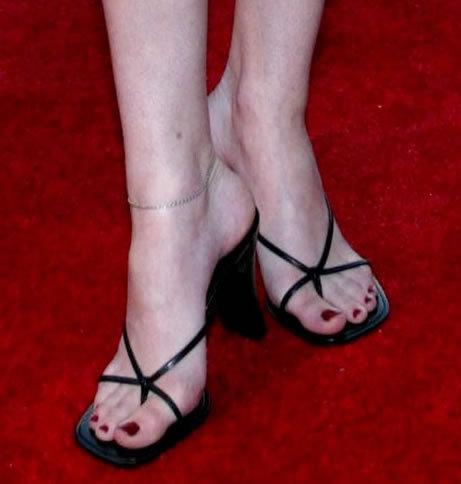 Disney Channel Girls fond d'écran probably with a sandale, sandal and a flip flop titled Margo Harshman (even stevens)