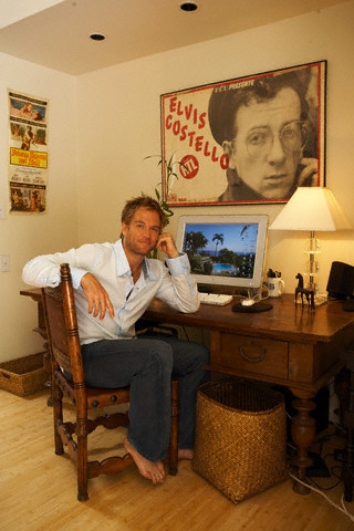 Michael Weatherly wallpaper containing a living room, a drawing room, and a dressing table entitled Michael Weatherly