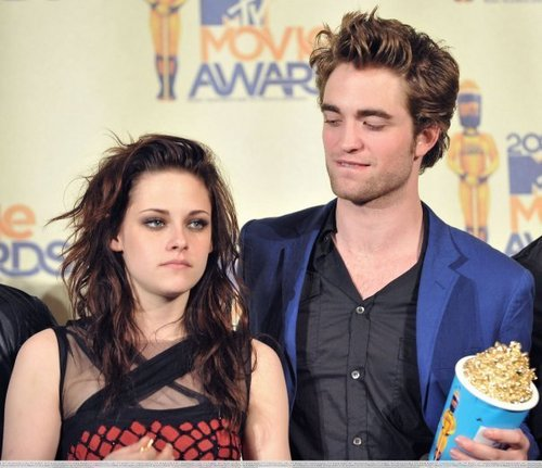 Siri-siri Twilight kertas dinding probably containing a lunch, a brunch, and an antipasto titled ROBSTEN