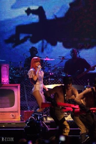 リアーナ コンサート 2011