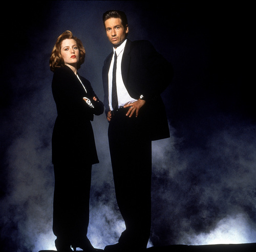 The X-Files 壁纸 containing a business suit, a suit, and a well dressed person called The X-Files