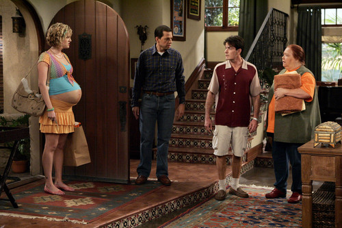 Two and a Half Men achtergrond possibly with a street, a revolving door, and a sign entitled Two and a Half Men