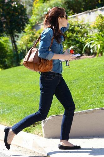 #New candids (MQ): Ashley Greene (@AshleyMGreene) spotted grocery shopping at Whole Foods in LA yest