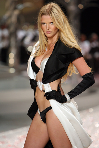 2008 Victoria's Secret Fashion Show