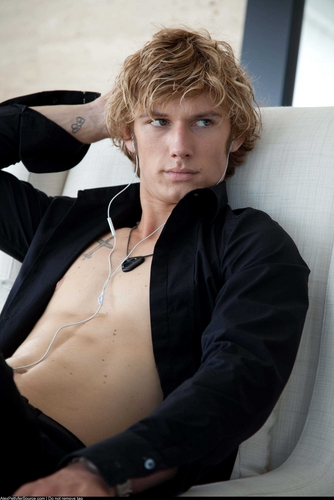 Alex Pettyfer hình nền entitled Alex Pettyfer
