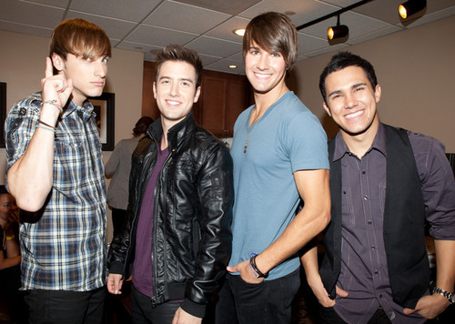 Big Time Rush behind the scenes