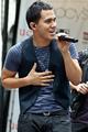 Carlos sing