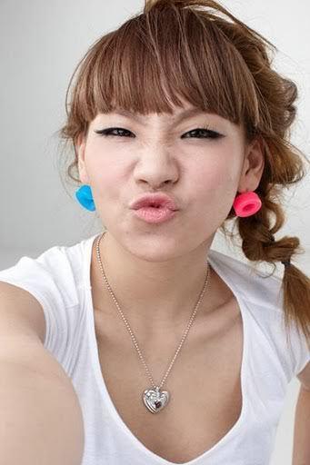 http://images4.fanpop.com/image/photos/20000000/Cl-2ne1-20035414-341-512.jpg