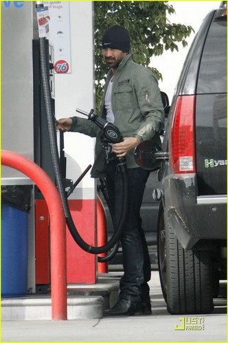 Colin Farrell Pays And Pumps
