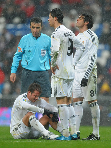Cristiano Ronaldo and Ricardo Kaka wallpaper containing a wicket called Cristiano Ronaldo & Kaka