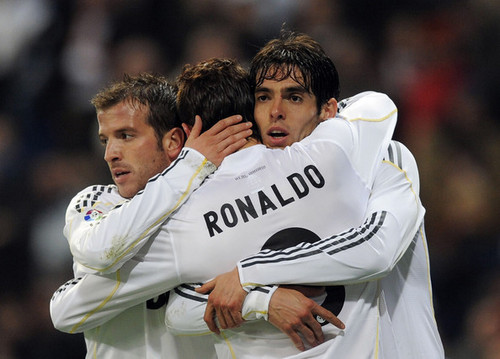 Cristiano Ronaldo and Ricardo Kaka wallpaper possibly containing a fielder, a bowler, and a wicket titled Cristiano Ronaldo & Kaka