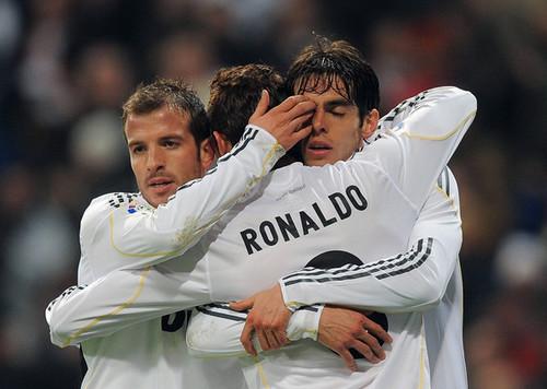 Cristiano Ronaldo and Ricardo Kaka wallpaper with a first baseman, a fielder, and a right fielder called Cristiano Ronaldo & Kaka