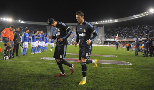 Cristiano Ronaldo and Ricardo Kaka Hintergrund containing a lineman, a football, and a tight end entitled Cristiano Ronaldo & Kaka