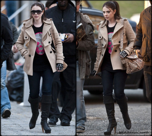 New! Michelle Tratchenberg's back on the Gossip girl set :))