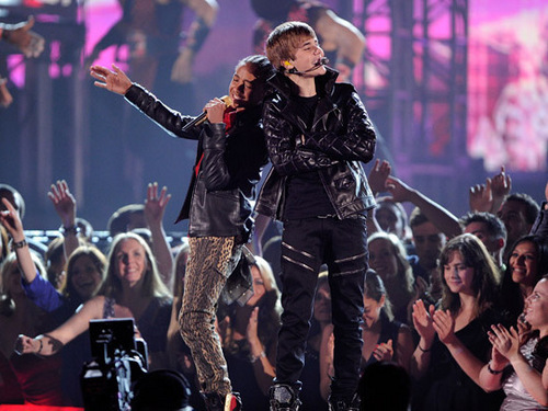 Jaden and Justin at the grammys 2011 - justin-bieber-and-jaden-smith Photo