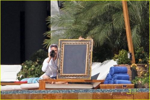 Kate Hudson Makes It To Mexico