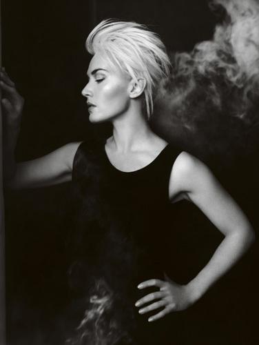 Kate Winslet bởi Mario Testino Vogue UK April 2011