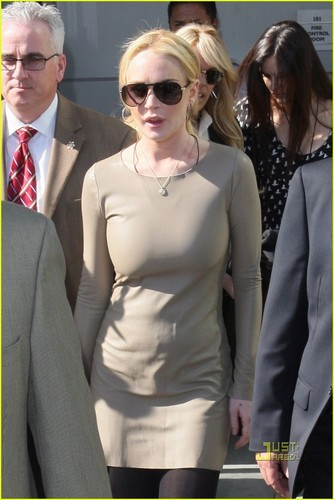 Lindsay Lohan Requests Continuance in Court