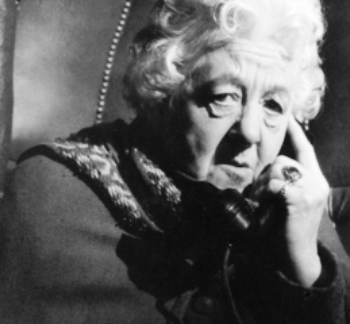 Margaret Rutherford as Miss Marple in Murder She dicho