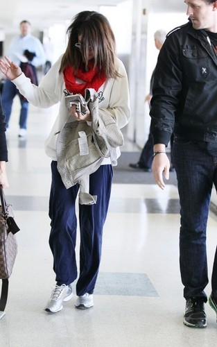 Selena-March 13 - Arriving At LAX Airport, 2011