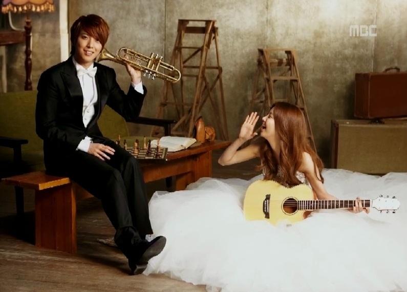 jung-yong-hwa-and-seohyun-kiss