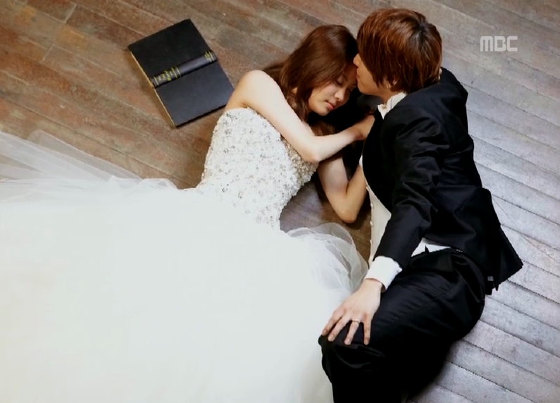 Seohyun-Yonghwa-Wedding-picture-we-got-m