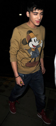 Sizzling Hot Zayn (Love Everyfing Bout Him Even Mickey Mouse!) Enternal Love 100% Real :) x