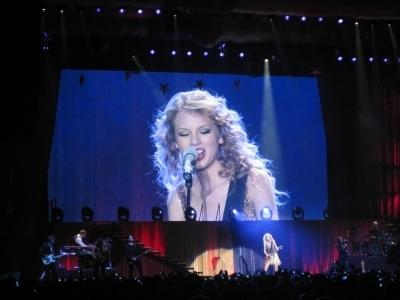 Speak Now World Tour > March 7 - Rotterdam, Holland