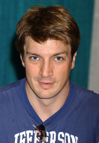 Nathan Fillion fond d'écran probably containing a jersey called nathan fillion